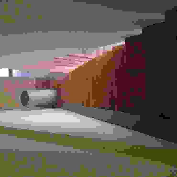 Habitação unifamiliar Corredores, halls e escadas minimalistas por face lda Minimalista