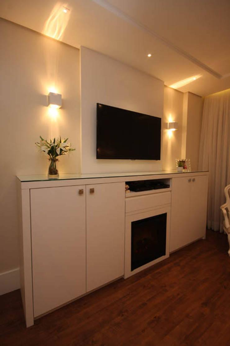 Dormitório Casal - Vista 3: Quartos  por Daniela Hescheles Arquitetura