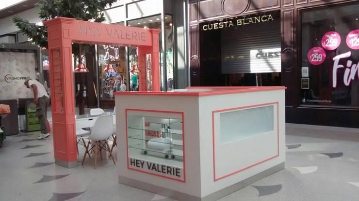 Góndola en Shopping: Shoppings y centros comerciales de estilo  por Lacerra Arquitectura,