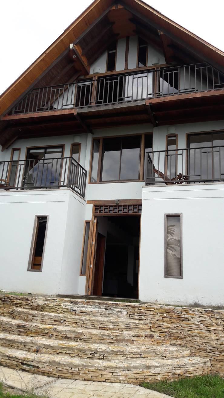 El Chalet reserva: Chalets de estilo  por Brand  Aquitecto interiorista