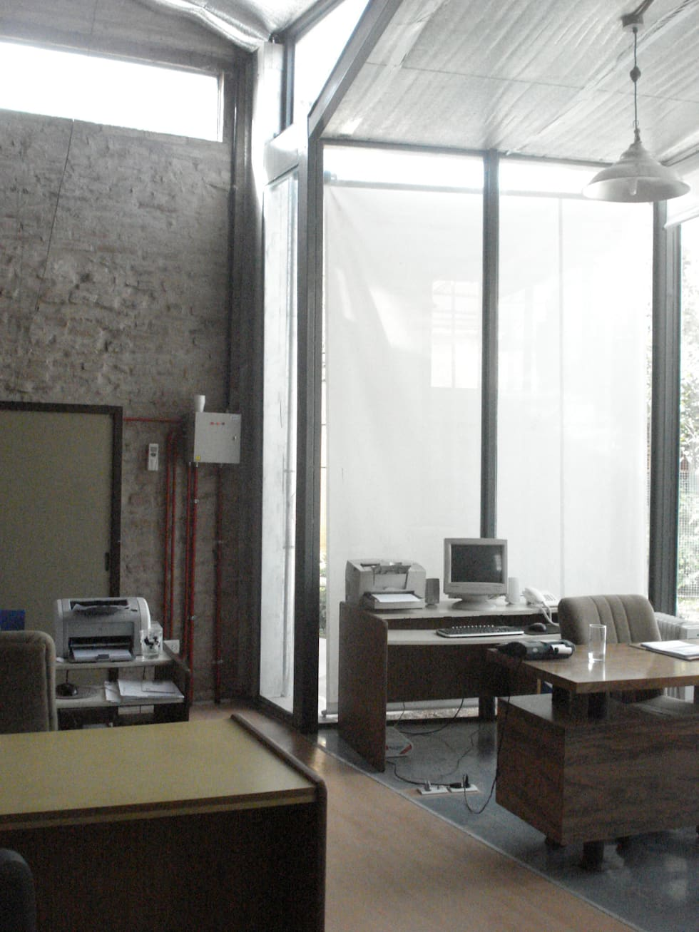 limpiez y claridad: Estudios y oficinas de estilo moderno por CRISTINA FORNO