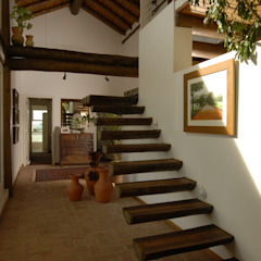 Rustic style corridor, hallway & stairs by Carmen Saraiva Arquitetura Rustic