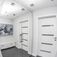METAMORFOZY II: styl , w kategorii Garderoba zaprojektowany przez HOLADOM Ewa Korolczuk Studio Architektury i Wnętrz