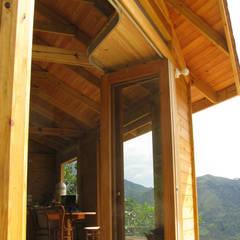 Suite de madera TdE: Ventanas de estilo  por Taller de Ensamble SAS