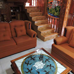 Mesa de centro y restauración de Muebles de sala. Tragaluz de Paisaje de pueblo Mágico en Vitral.: Salas de estilo rústico por La Casa del Diseño