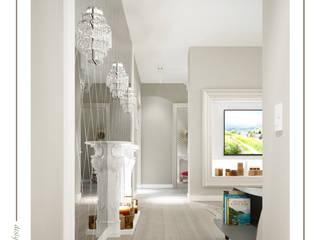 mlynchyk interiors Pasillos, vestíbulos y escaleras de estilo ecléctico