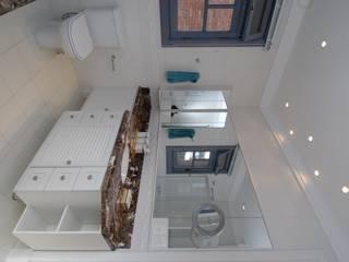 Ванные комнаты в . Автор – Finkelstein Arquitetos,