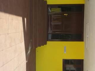 Entrance:  Houses by NISHA MIDAS CONSTRUCTION