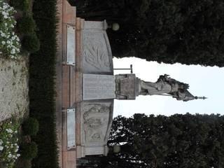 Monumento ai caduti di Padeghe sul Garda di Architettura Ricerca Conservazione di Ghezzi e Scala