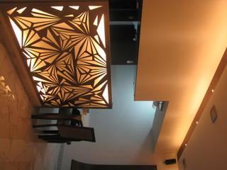 Byculla Pasillos, vestíbulos y escaleras modernos de TRINITY DESIGN STUDIO Moderno