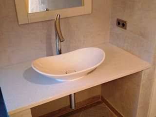 Waschtisch neu gestaltet: moderne Badezimmer von Bad Campioni