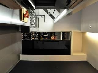 Dapur oleh COSTRUZIONI ROMA SRL