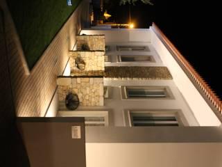 CERCA DESIGN HOUSE - FUNDÃO - PORTUGAL:   por Roquete Arquitectos