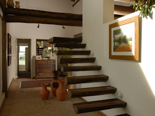 Carmen Saraiva Arquitetura Rustic style corridor, hallway & stairs