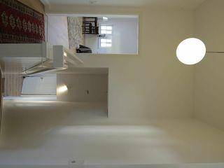 schüller.innenarchitektur الممر والمدخل زجاج White