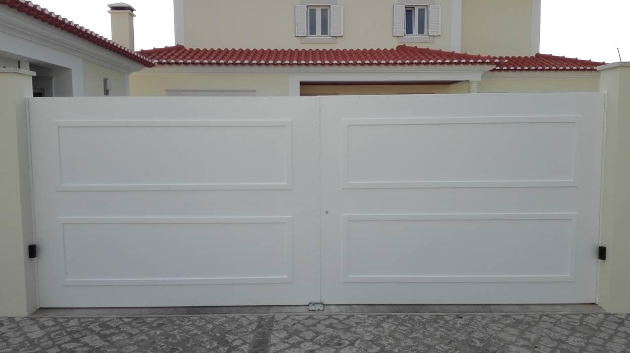 Portão batente 2 folhas Bordalo Portas e Automatismos Portas secundárias Metal Branco