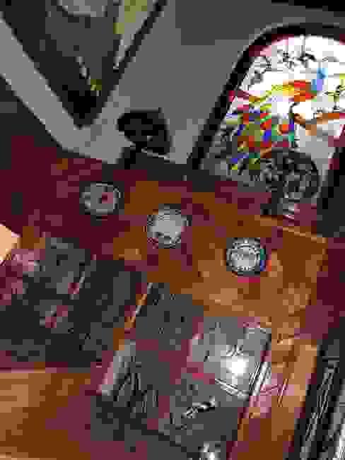 Recubrimiento de Escaleras con madera y tragaluces de vitral. La Casa del Diseño Escaleras Madera Acabado en madera