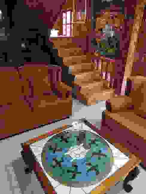 Mesa de centro y restauración de Muebles de sala. Tragaluz de Paisaje de pueblo Mágico en Vitral. La Casa del Diseño Salones rústicos de estilo rústico Vidrio