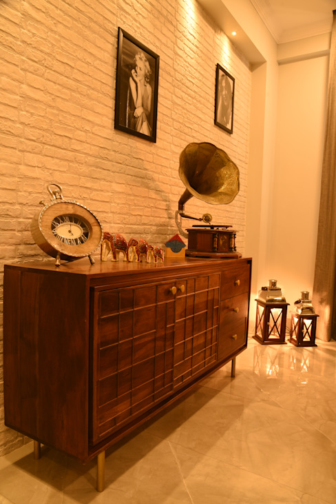 Dining console- Apartment on Golf course extension road, Gurugram:  Dining room by The Workroom,Modern