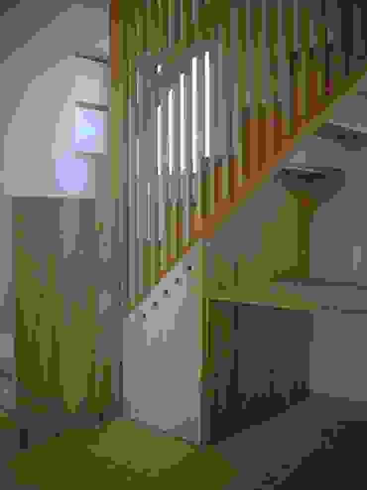 安曇野に薫る和(輪)の家 カントリースタイルの 玄関&廊下&階段 の 設計室a‐ray カントリー