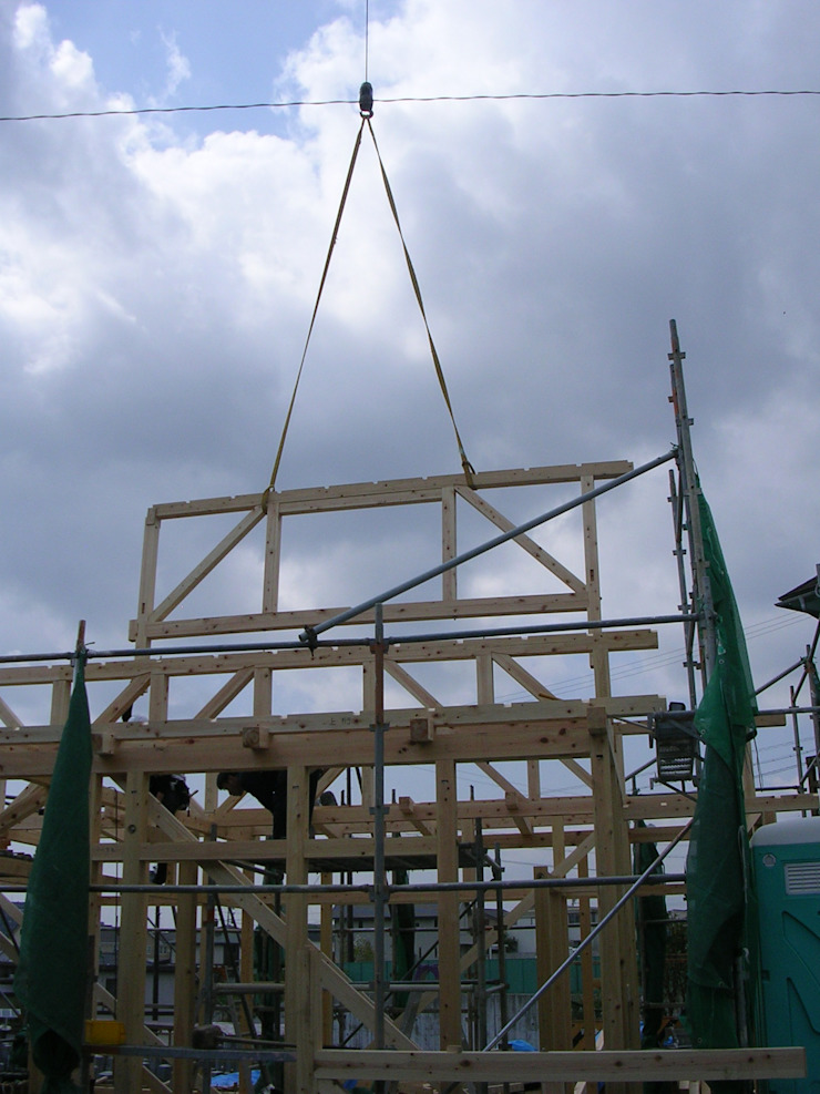 N邸 トラス和小屋no2 クラシカルな 家 の 木造トラス研究所・株式会社 合掌 クラシック 木 木目調