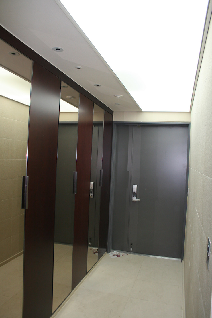 용산 리첸시아 모던스타일 복도, 현관 & 계단 by DECORIAN 모던