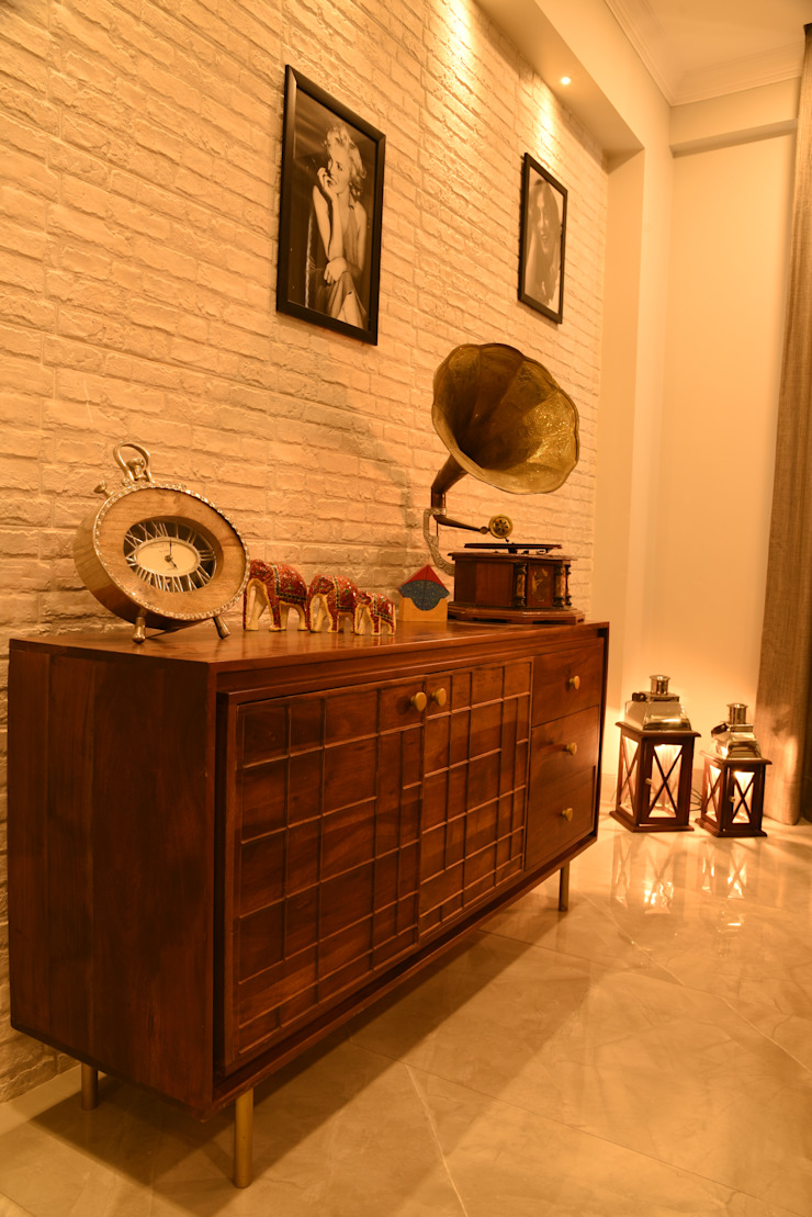 Dining console- Apartment on Golf course extension road, Gurugram The Workroom Modern dining room