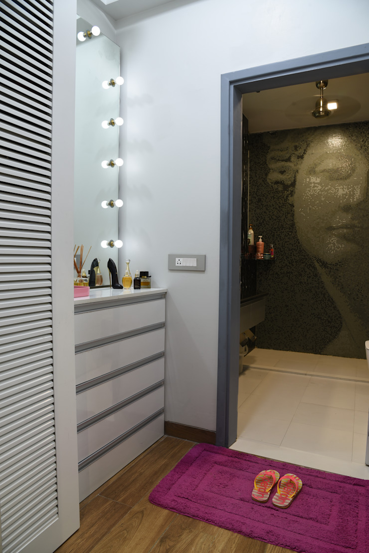 Dressing room- Apartment on Golf course extension road, Gurugram The Workroom Modern dressing room