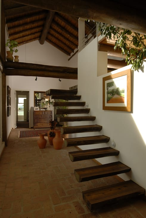 Pasillos y hall de entrada de estilo  por Carmen Saraiva Arquitetura
