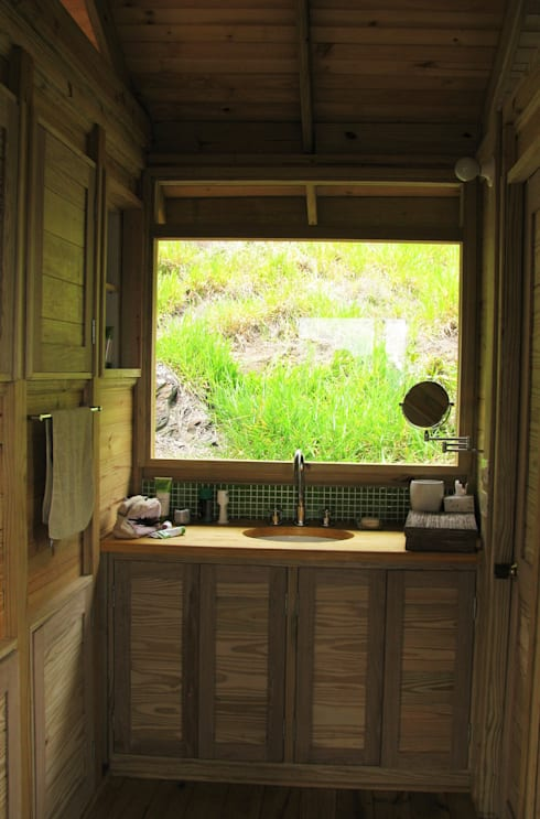 Suite de madera TdE: Baños de estilo  por Taller de Ensamble SAS