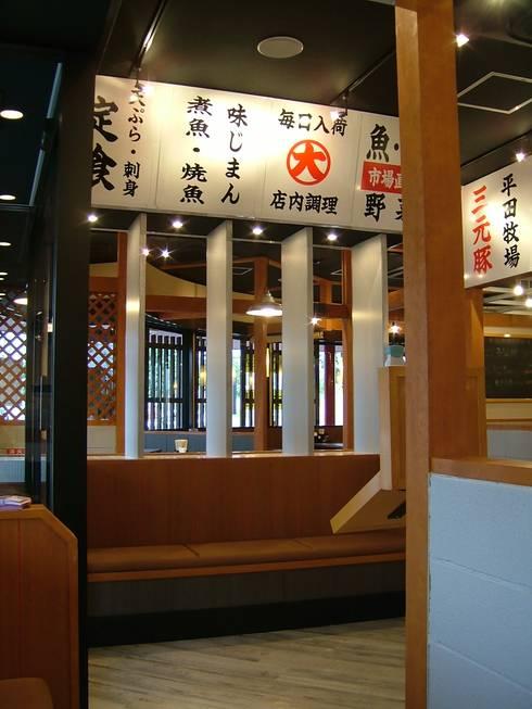 待合スペース: 株式会社アトリエKCが手掛けたレストランです。