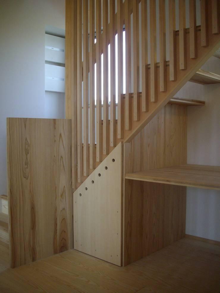 安曇野に薫る和(輪)の家: 設計室a‐rayが手掛けた廊下 & 玄関です。