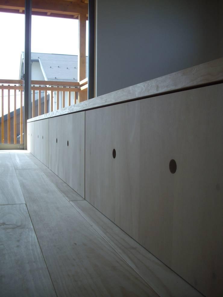 安曇野に薫る和(輪)の家: 設計室a‐rayが手掛けた寝室です。
