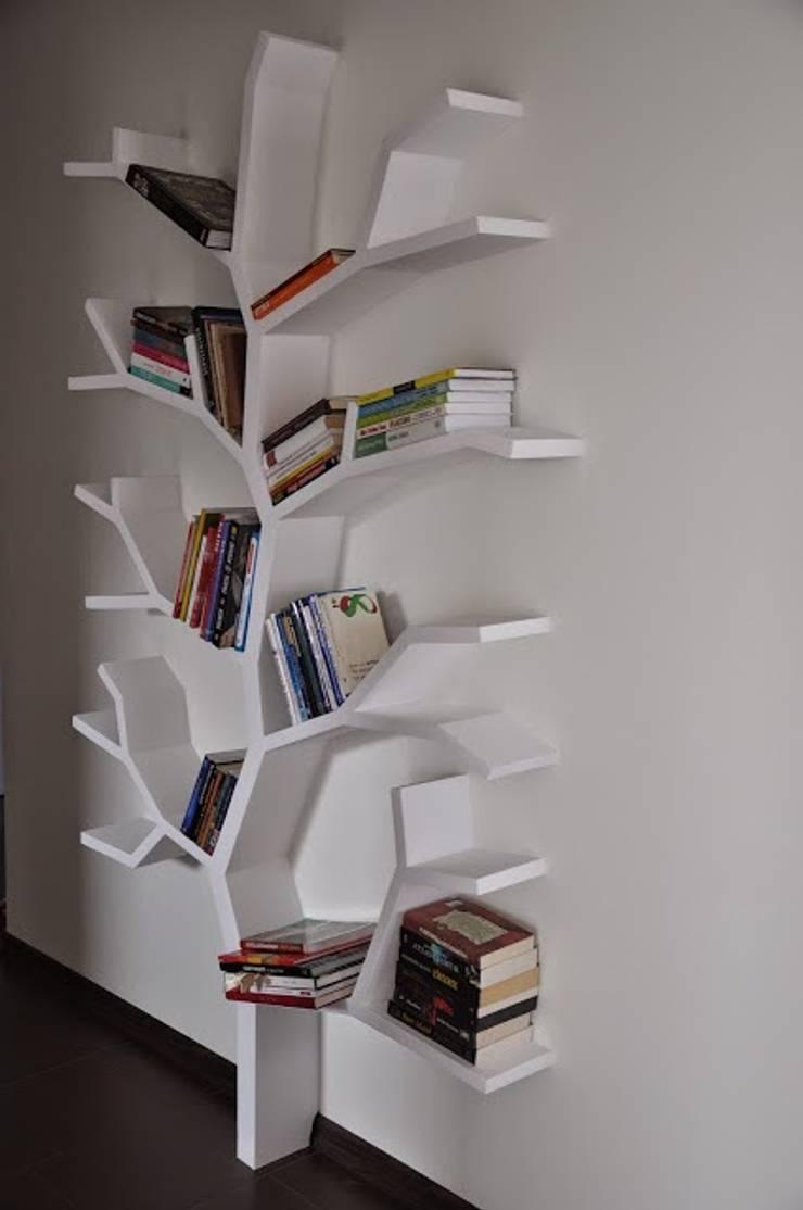 Półka drzewo 210x130x16cm: styl , w kategorii Korytarz, hol i schody zaprojektowany przez INSPIRUJĄCE PÓŁKI