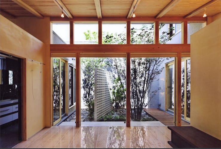 高殿の家: 一級建築士事務所 有限会社NEOGEO(ネオジオ)が手掛けた窓です。