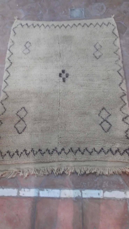 Beni Ourain vintage carpet: mediterranean Bedroom by BOHOZOO
