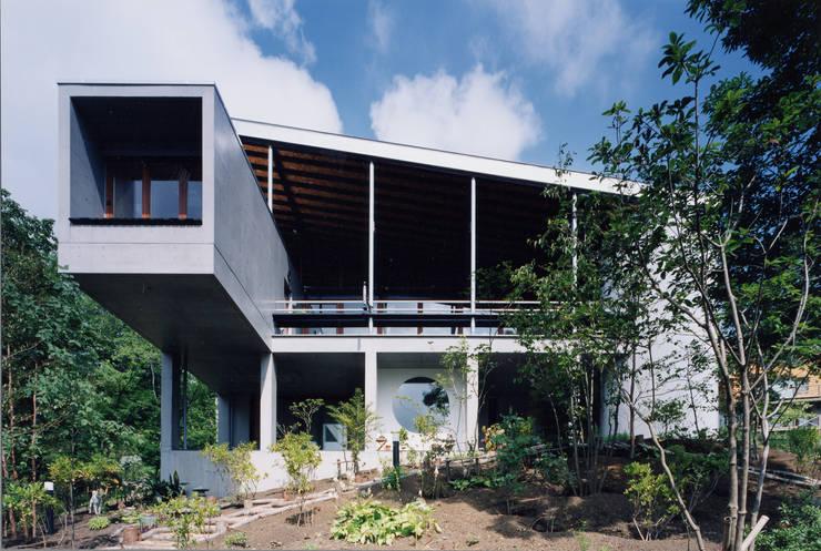 須走の住宅: 株式会社ラウムアソシエイツ一級建築士事務所が手掛けた家です。