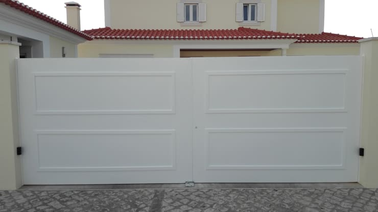 Inside doors by Bordalo Portas e Automatismos,