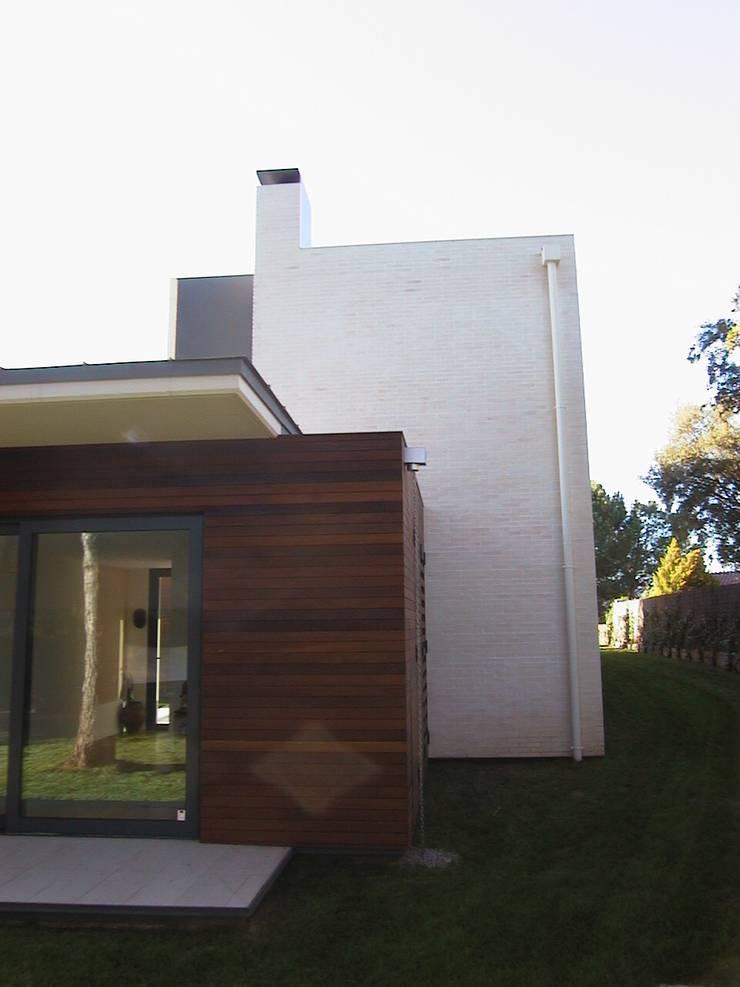 porche trasero de asieracuriola arquitectos en San Sebastian Escandinavo Madera Acabado en madera