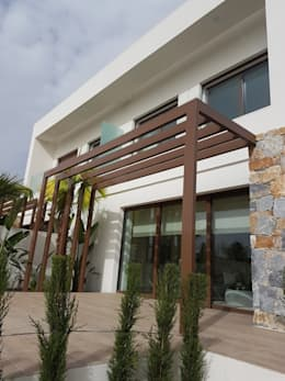 Casas de estilo mediterraneo por GESTEC. Arquitectura & Ingeniería