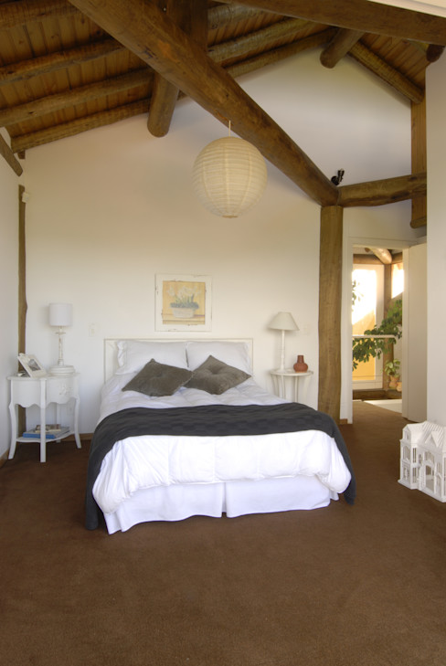 Carmen Saraiva Arquitetura Rustikale Schlafzimmer