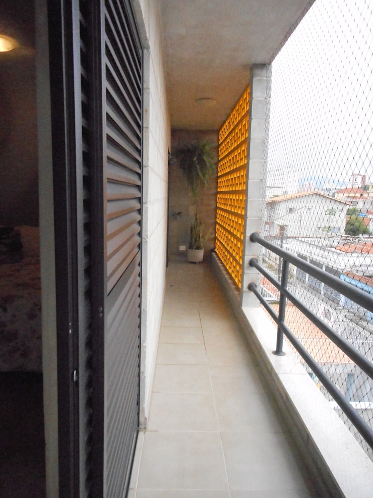 Metamorfose Arquitetura e Urbanismo Rustic style balcony, veranda & terrace