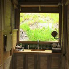 Suite de madera TdE: Baños de estilo moderno por Taller de Ensamble SAS