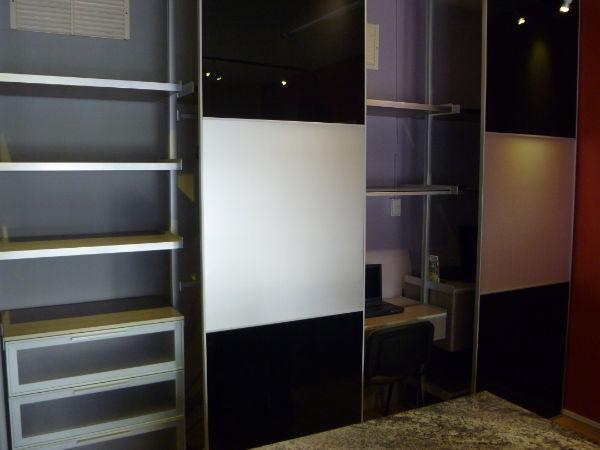 Vestidor con postes de aluminio by fabr homify