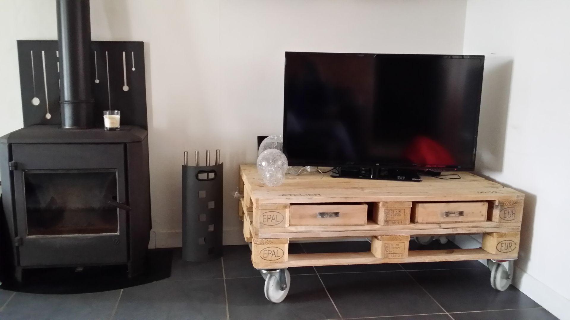 meuble tv palette salon de style de style industriel par esprit loft recup homify. Black Bedroom Furniture Sets. Home Design Ideas