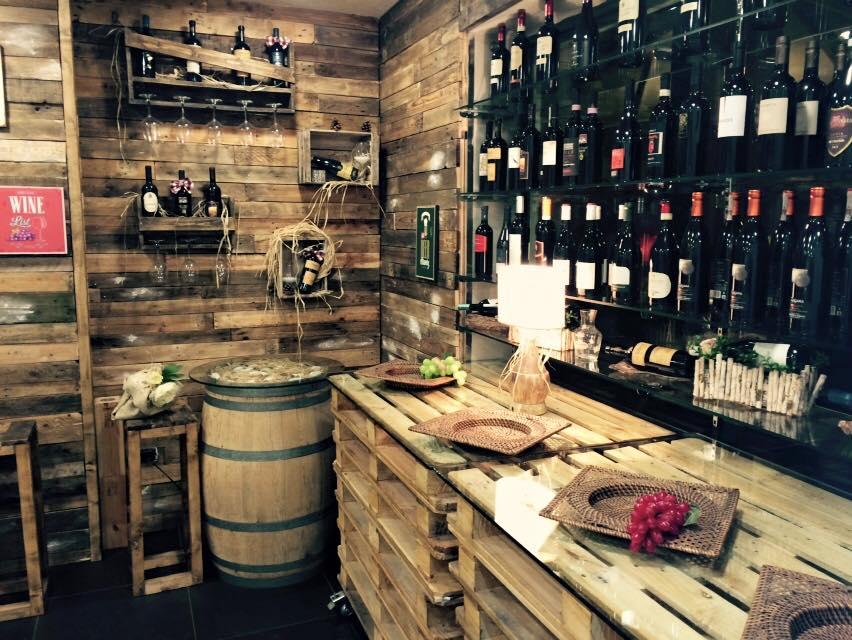 Bancone bar pallet ch89 pineglen for Arredamenti con pallet