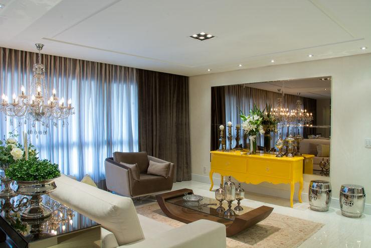 ab49ee0e Projekty, Salon zaprojektowane przez Michele Moncks Arquitetura