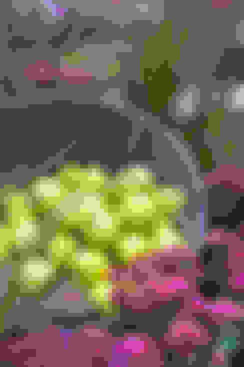 'Tutti giù per terra': Giardino in stile  di Barbara Negretti  - Garden design -