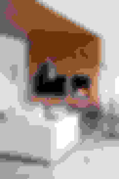 غرفة المعيشة تنفيذ Susanna Cots Interior Design