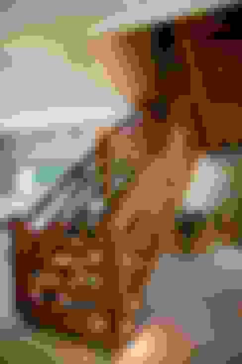 Residencia Beira mar: Corredores e halls de entrada  por Renato Teles Arquitetura